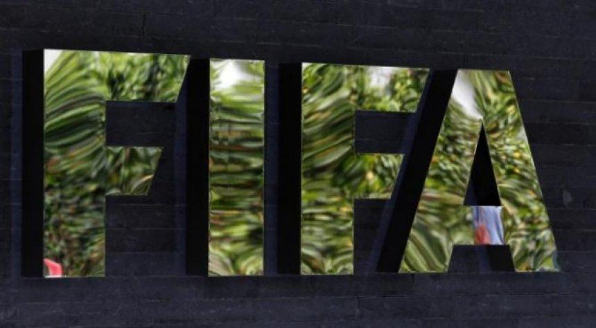 Drejtuesit e FIFA-s e pranojnë mitmarrjen