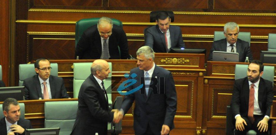 Kryeminsitri Mustafa uron Presidentin Thaçi