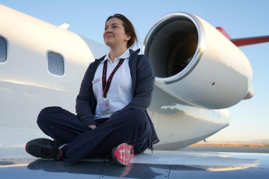 Shqiptarja që shpëton jetë nga avioni