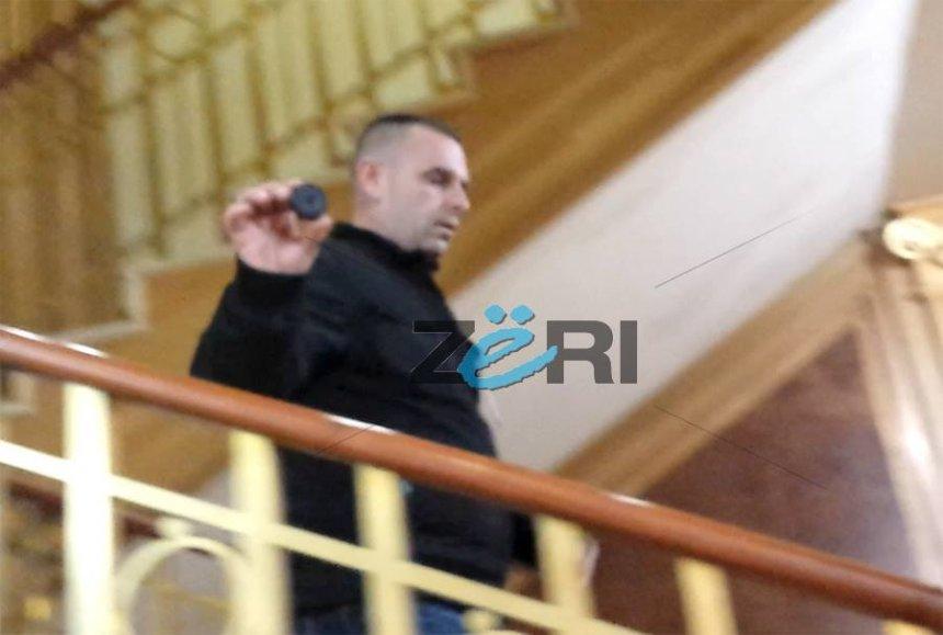 Polici 'reklamon' gazin e Shqipe Pantinës (Video)
