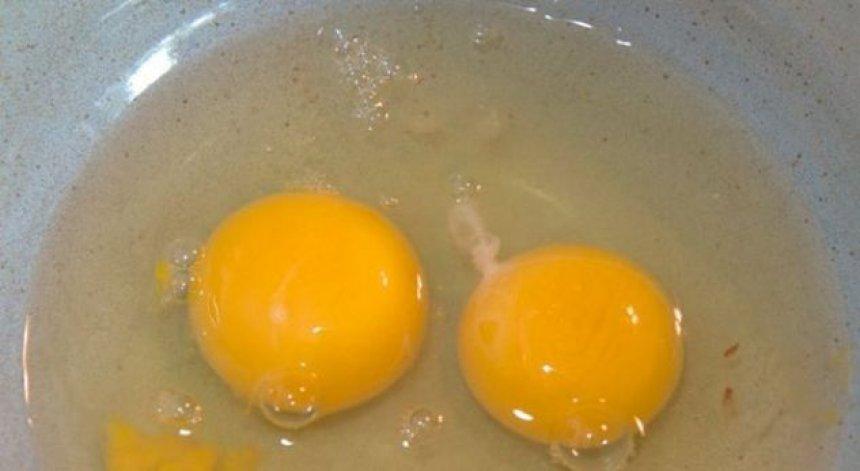 A e gjeni shpesh këtë 'fije' të bardhë në vezë? Ja çfarë është ajo!