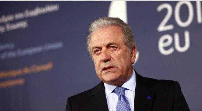 Avramopulos nuk e di datën e liberalizimit të vizave për Kosovën