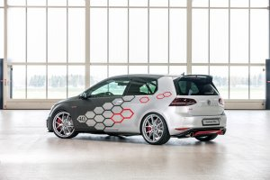Volkswagen Golf GTI Heartbeat me 400KF - (Video)