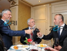 AAK e quan t� par�nd�sish�m takimin Tha�i-Haradinaj (Video)