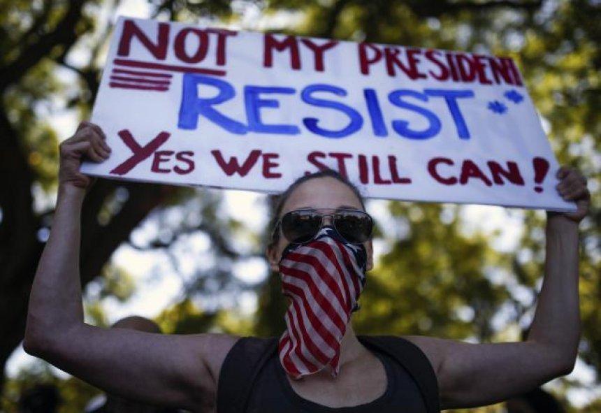 Marshi botëror kundër Trumpit  Gjysmë milionë njerëz protestojnë në Uashington