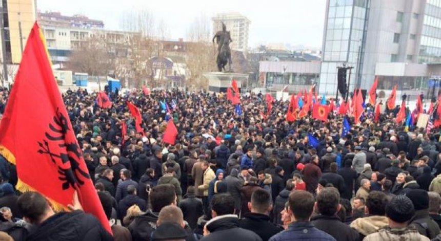Protestuesit  Mjaft poshtërimit të Kosovës