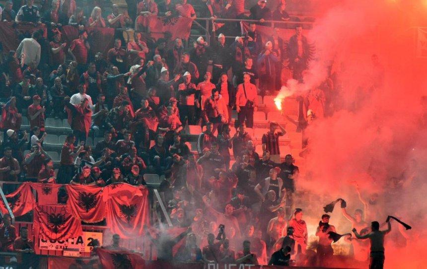 harrojeni-incidentin-kjo-eshte-fotografia-me-e-bukur-nga-ndeshja-itali-shqiperi