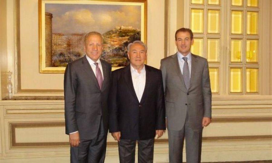 Jep dorëheqje Presidenti i Kazakistanit  mik i Pacollit