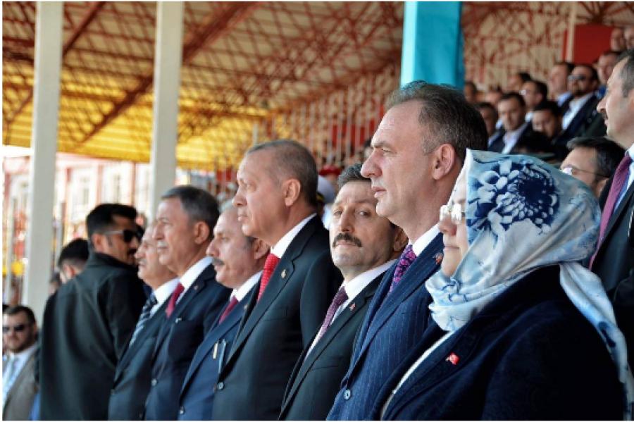Limaj përkrahë Erdoganit dëgjon lutje kuranore