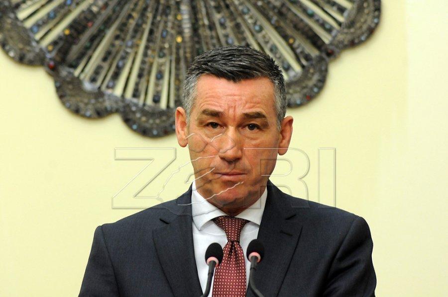 Pasi iu përmend emri nga disa të akuzuar për fajde  kërkohet llogaridhënie nga kryeparlamentari Veseli