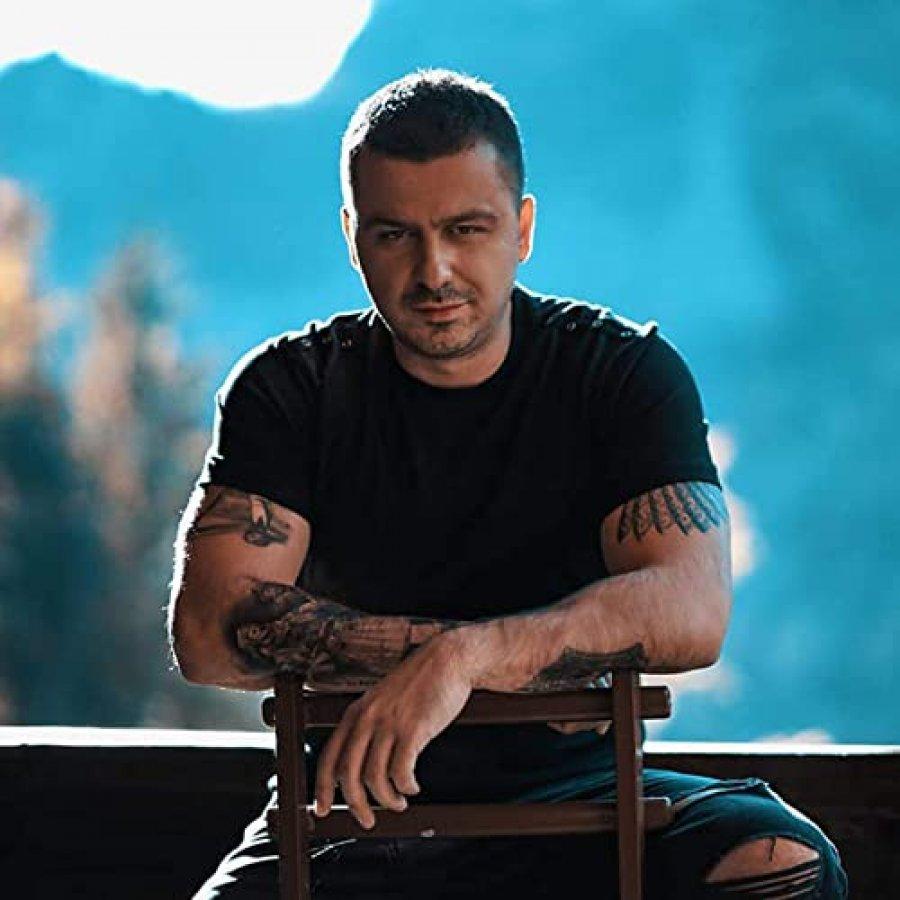 Genc Prelvukaj publikon këngë po aq thumbuese sa  Eskorta