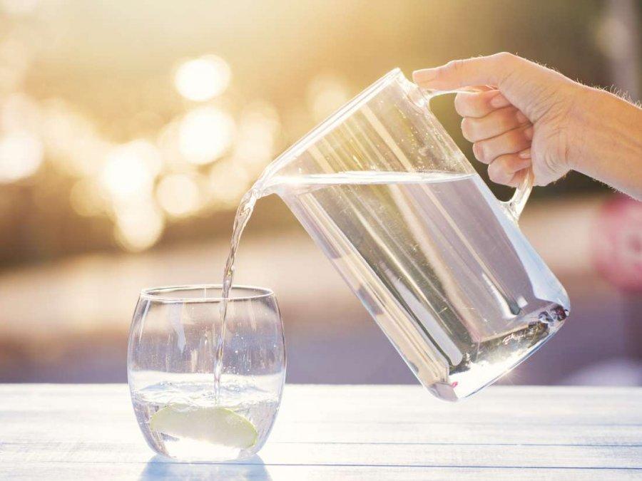 Uji që duhet të konsumoni sipas peshës trupore