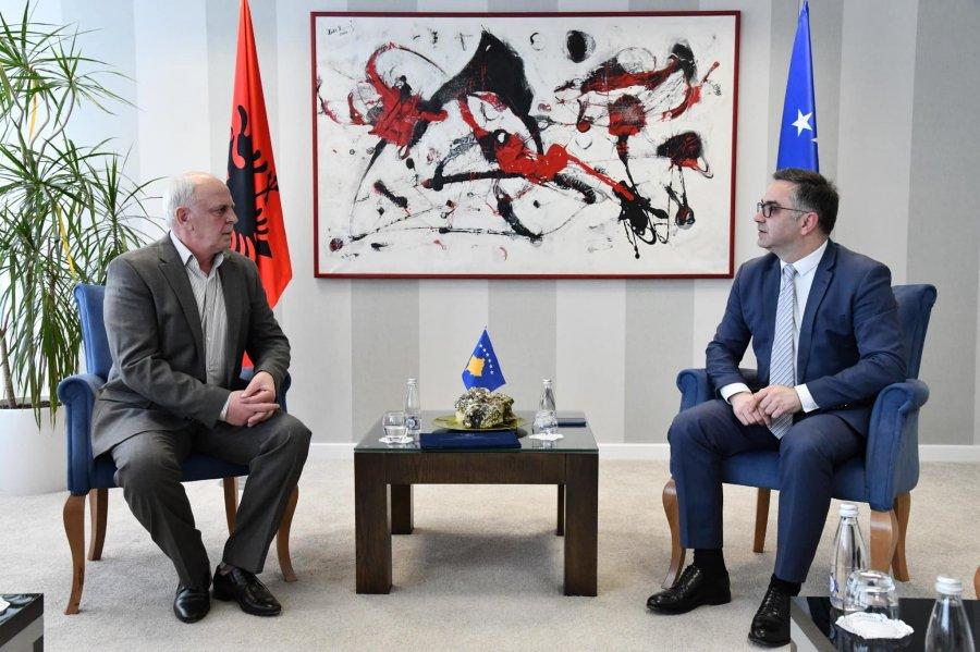 Qeveria e Kosovës e nderon Ismet Begollin, njeriu që për 30 vite dha gjithçka për futbollin e Kosovës